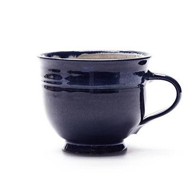 Milchkaffeetasse mit blauer Glasur