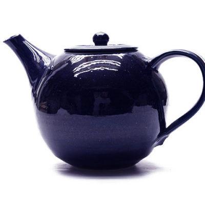 Teekanne mit blauer Glasur
