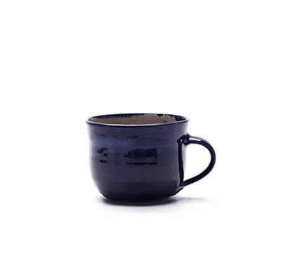 Tasse mit blauer Glasur