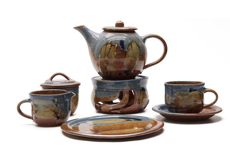 Das Kaffee-Service der bunten Serie aus der Töpferei-Kurig