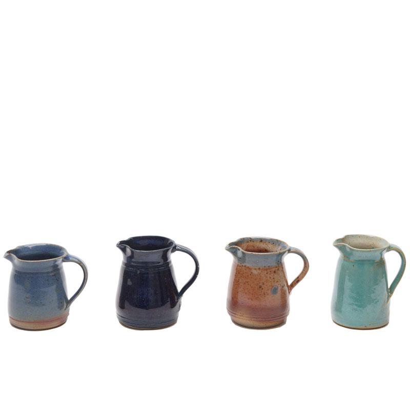 Mini-Krüge mit verschiedenen Glasuren
