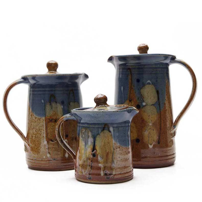 Krüge und Vasen